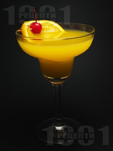 Коктейл Разцъфнало Дайкири (Daiquiri Blossom) с бял ром, портокалов сок, ликьор Мараскино и гренадин - снимка на рецептата